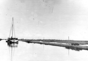 Баржа с лесом на Ладожском канале.