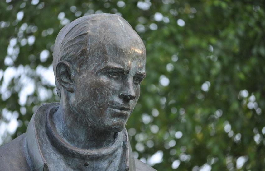 Тотьма. Памятник Рубцову 1.jpg