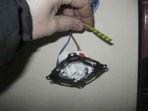 Фото 21. Незадействованный провод изолирован в строгом соответствии с цветовой маркировкой.