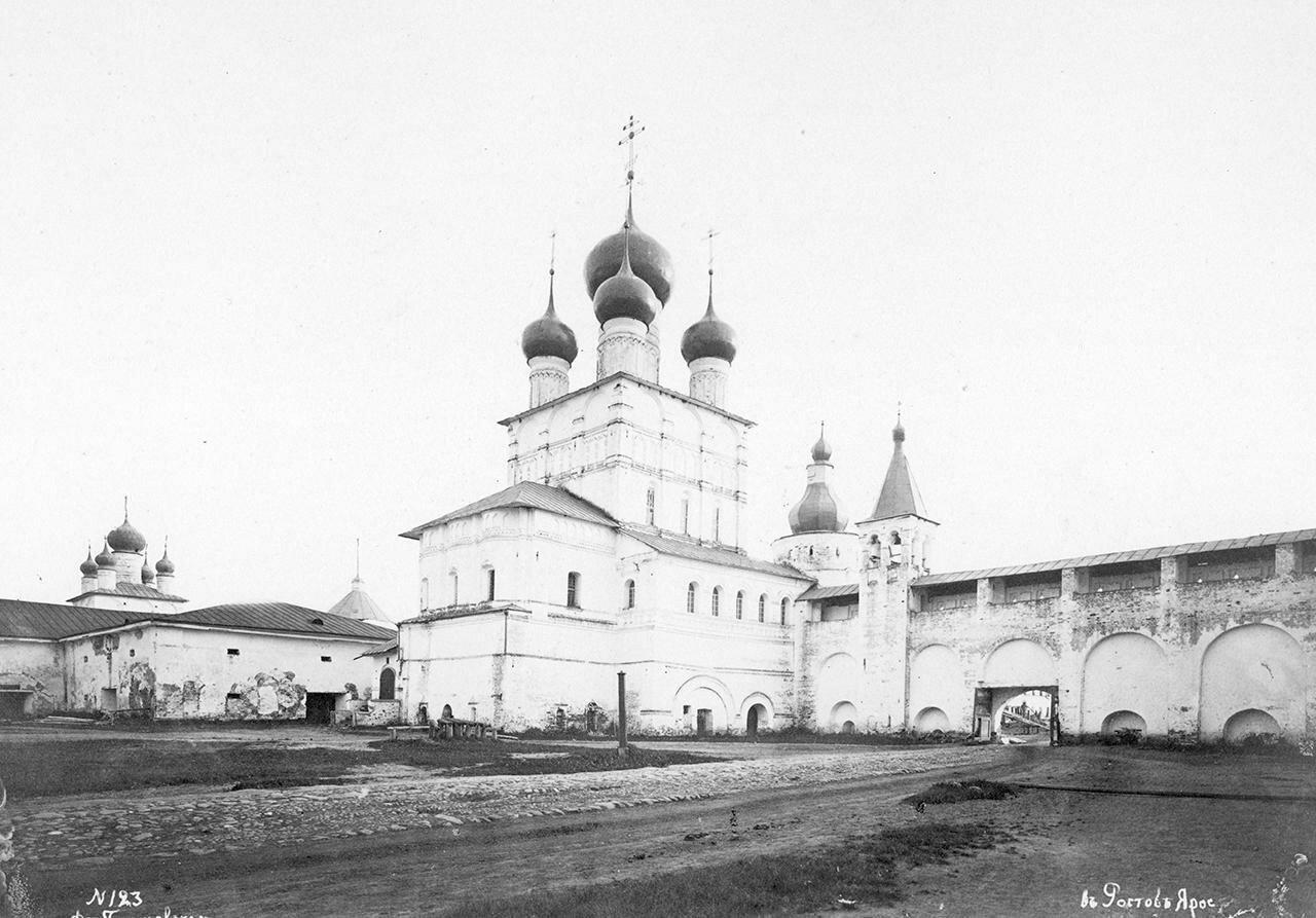Кремль. Церковь Иоанна Богослова. Вид с северо-восточной стороны