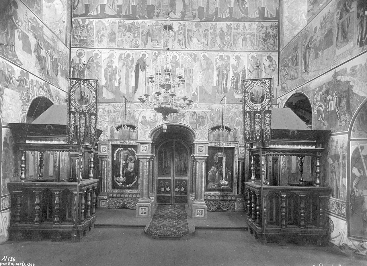 Кремль. Церковь Иоанна Богослова. Каменный иконостас