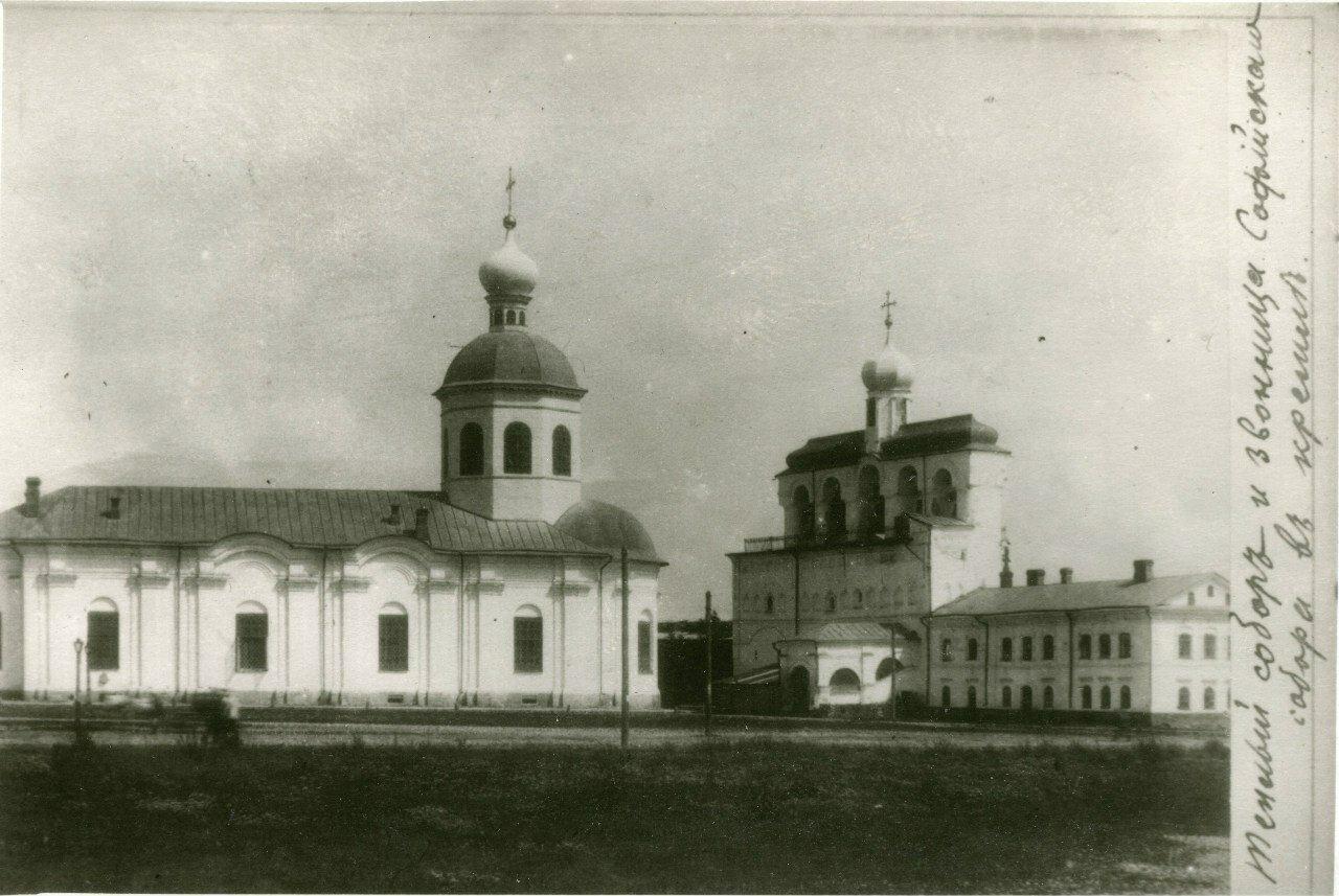 Теплый собор и звонница Софийского собора