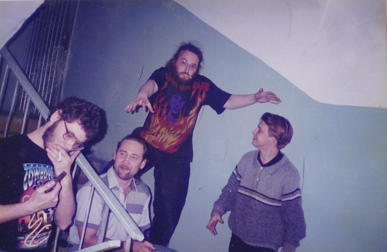 1999. Последняя вечеринка перед отъездом. Фотография тянет на двушечку
