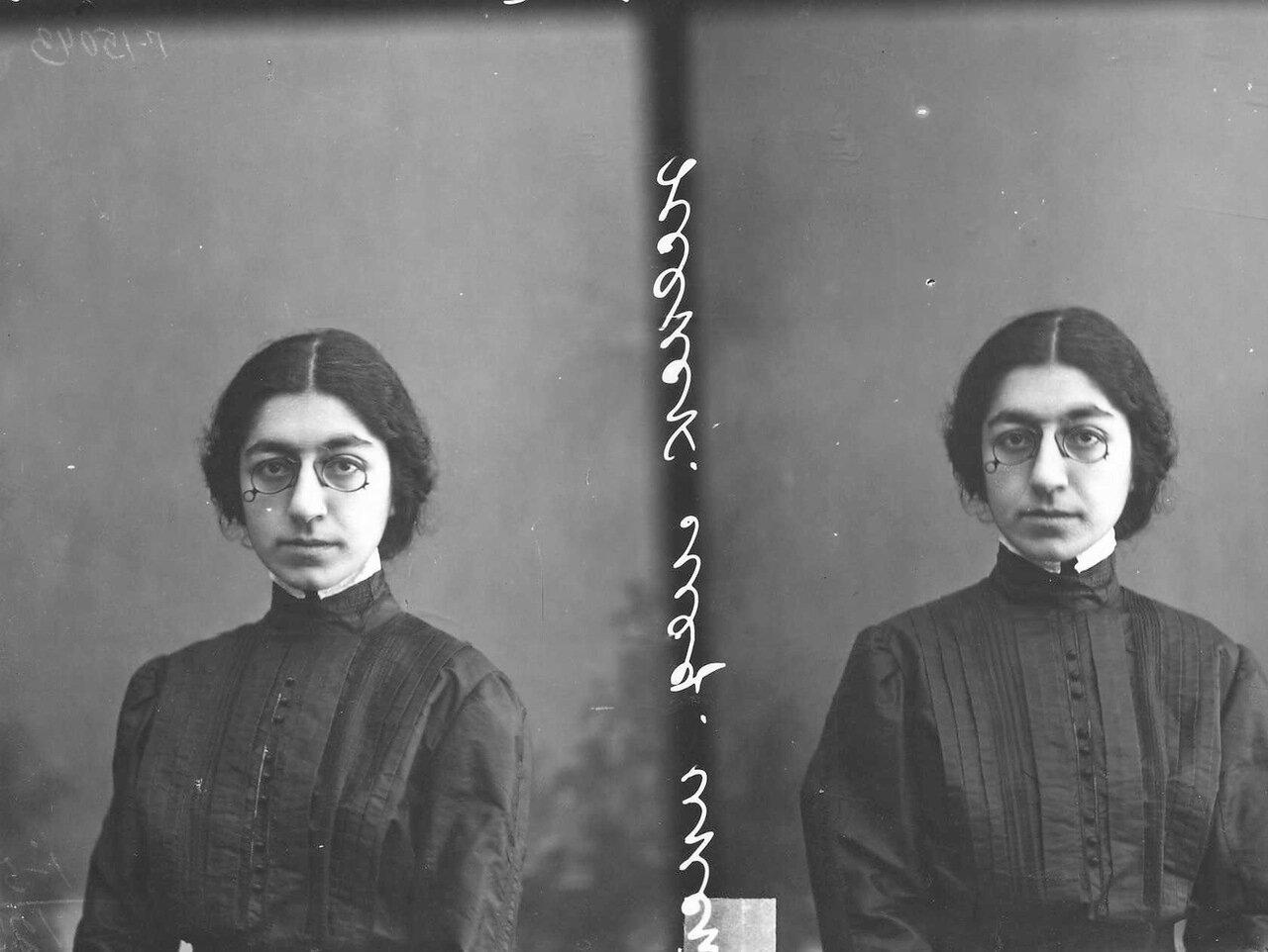 Мелихова - студентка женского медицинского института