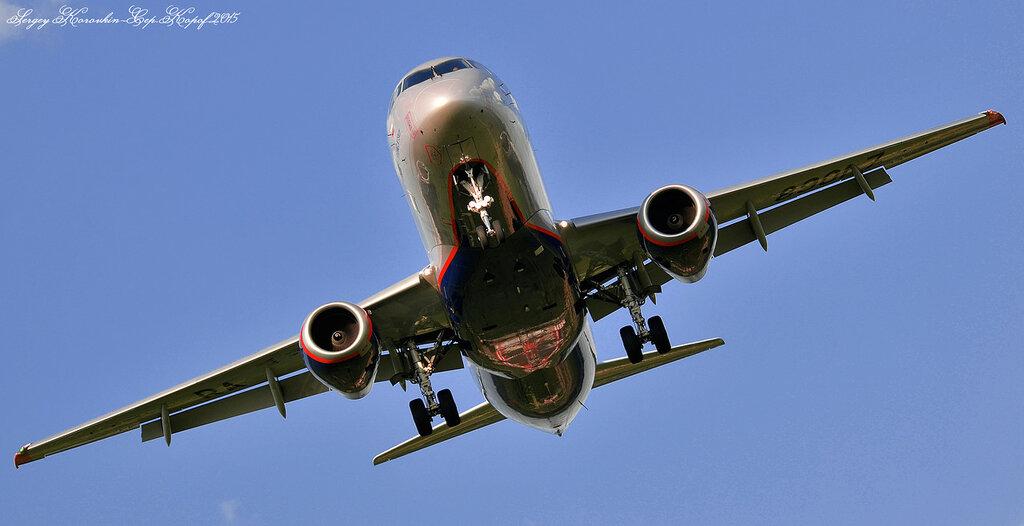 Sukhoi Superjet 100-95B Aeroflot RA-89017.JPG