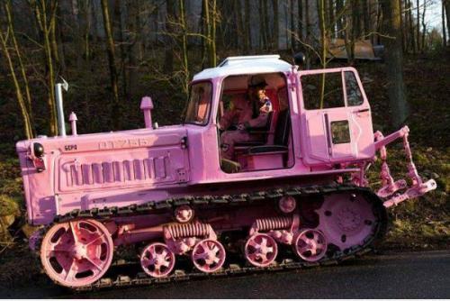 розовый бульдозер