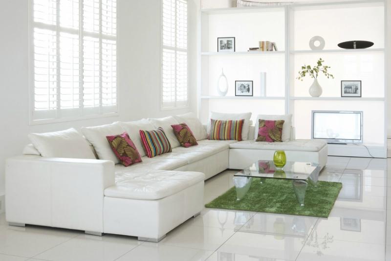 Белый цвет в интерьере гостиной, фото 25