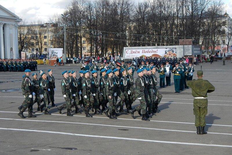 Репетиция парада Победы - кадеты, Киров, Театральная площадь