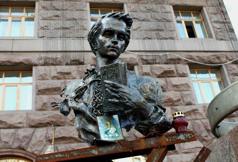 Бюст Тараса Шевченко под мэрией Киева
