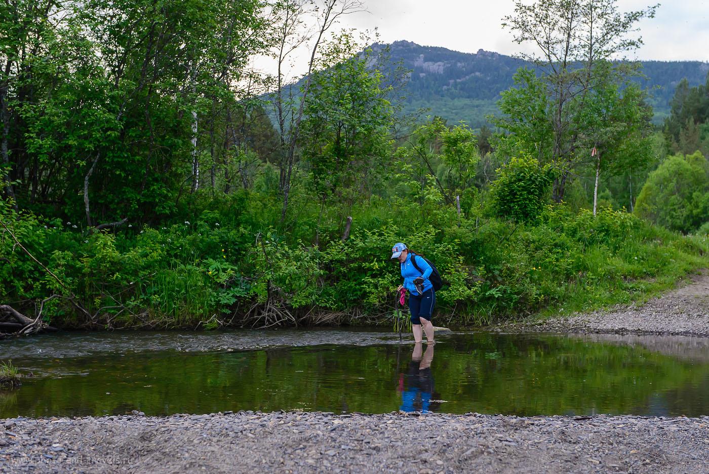 10. Фото снято уже на обратном пути, когда мы возвращались с горы Малиновой и снова нужно было перейти реку Нура вброд. На заднем плане - вершина, где мы снимали фотографии два часа тому назад. (2500, 60, 5.0, 1/200, объективNikkor 24-70, зеркалкаNikonD610)