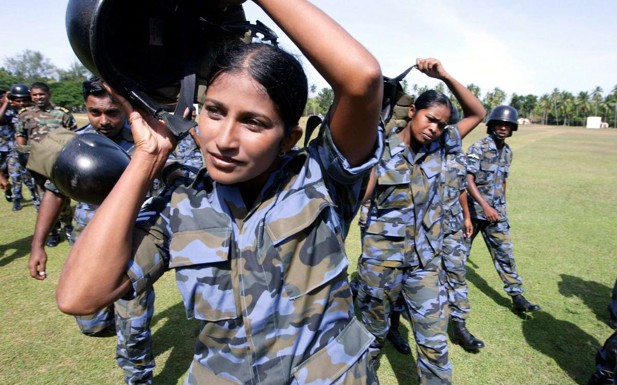 Очень грозная сила: Девушки в армейской униформе (25)