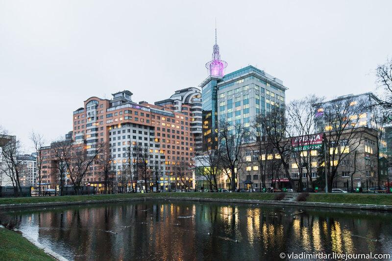 Вид на Новую Москву из парка