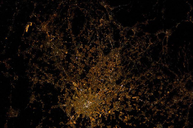 Милан в ночное время из космоса