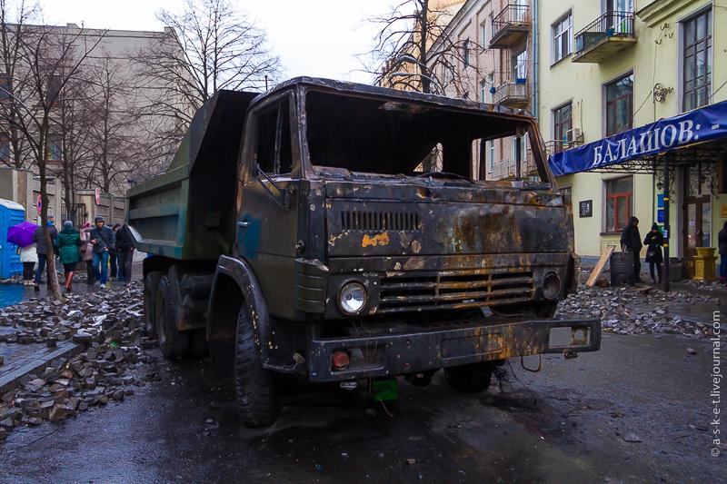 Кадры из центра Киева: Началась генеральная уборка