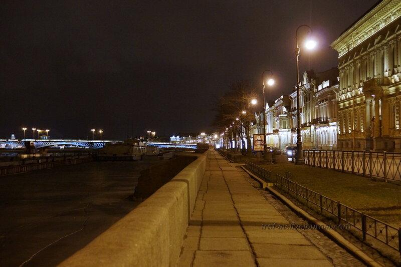 Английская набережная зимней ночью, Санкт-Петербург
