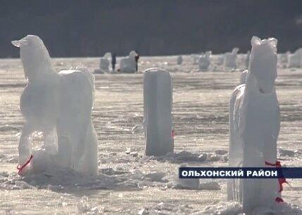 Озеро Байкал - ледяные скульптуры коней