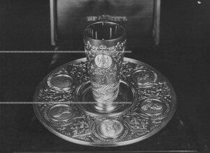 Кубок и блюдо с изображениями царей династии Романовых - подарок полку.
