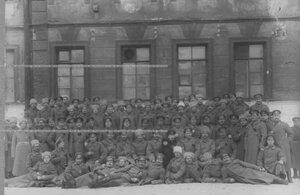 Запасной батальон полка во дворе казармы.