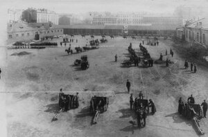Занятия по боевой подготовке рядового состава бригады на плацу.