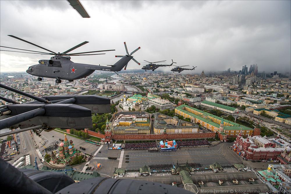 вертолет над москвой сейчас