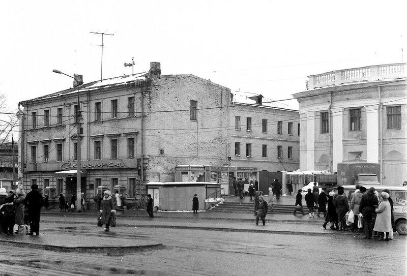 96468 Новослободская ул., за метро 1987 Вадим Шульц.jpg