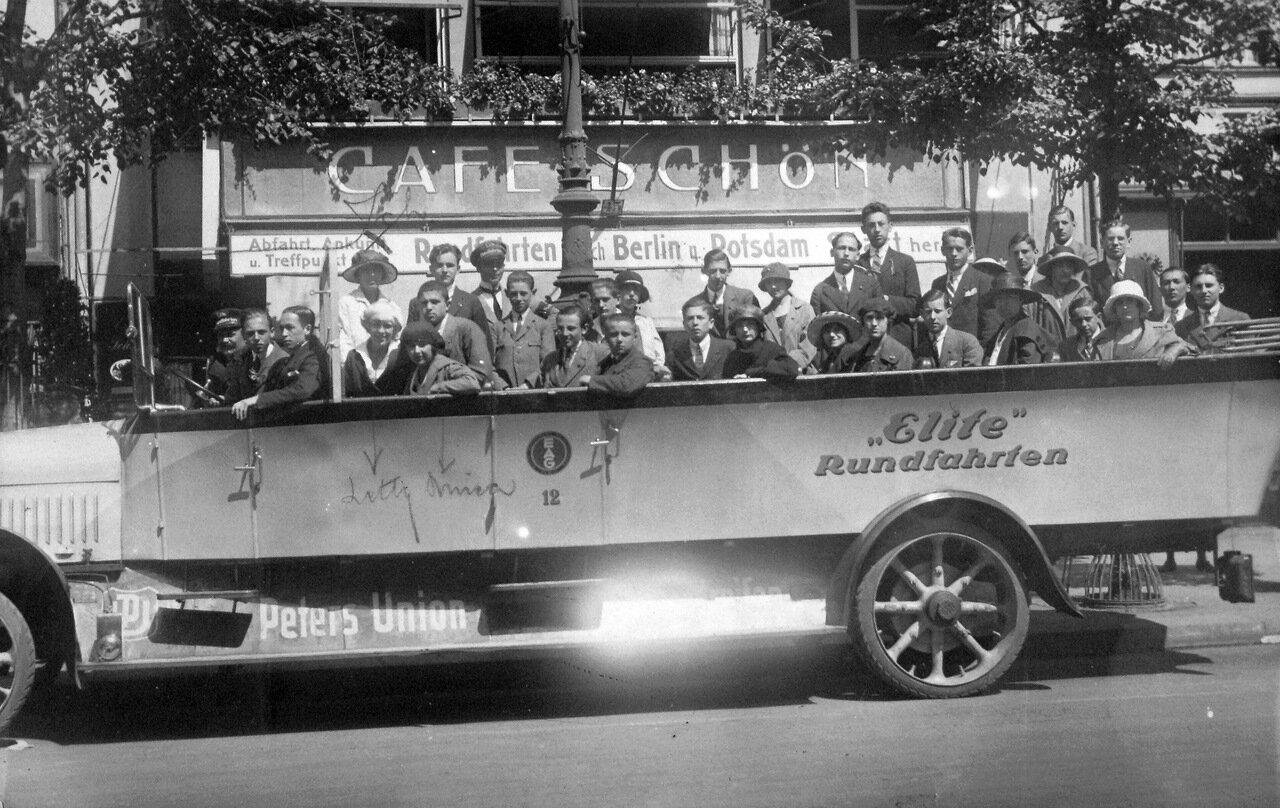 1927. Берлин, Унтер-ден-Линден, экскурсионный автобус компании Омнибус