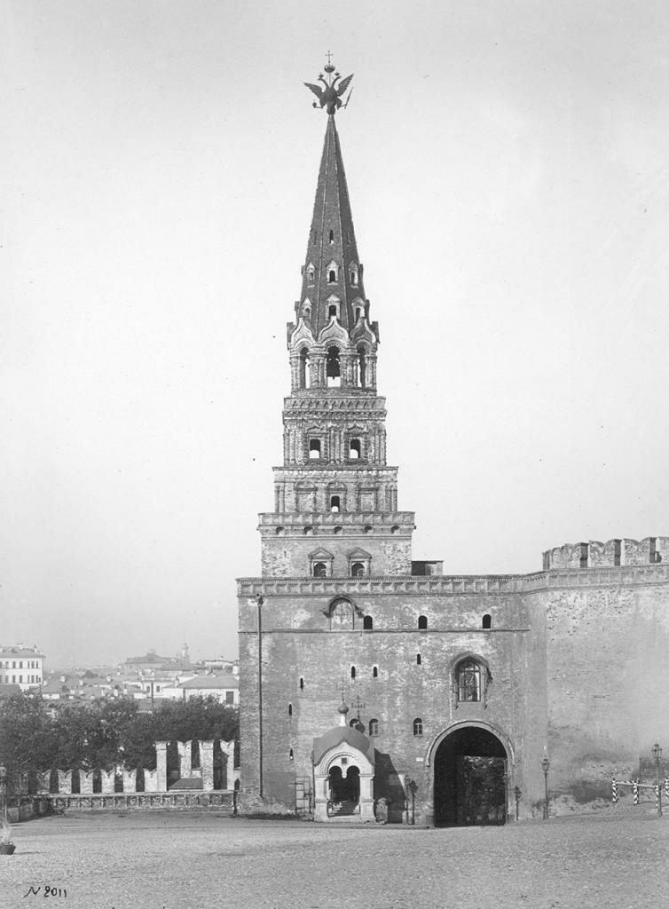 Боровицкие ворота. Вид изнутри Кремля