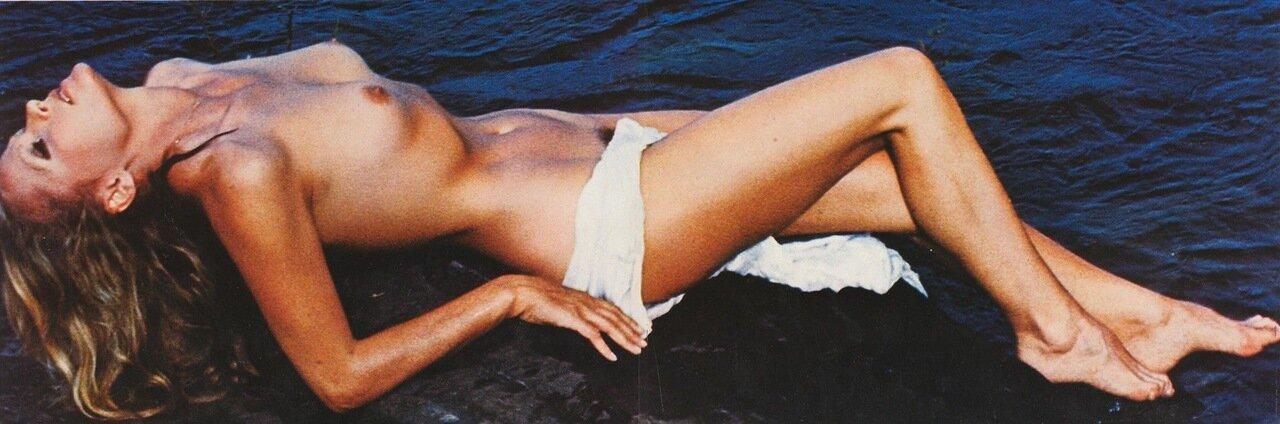 topless-bond-girl-model-indo-nude-porn