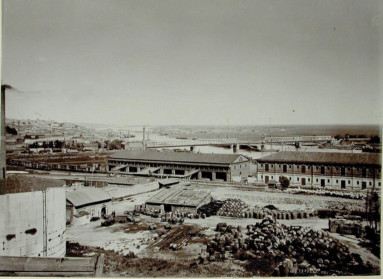 19. Вид складов на набережной