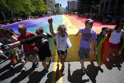 Полицейский из города Солт-Лейк-Сити был отправлен в отпуск за то, что отказался от работы на гей - параде