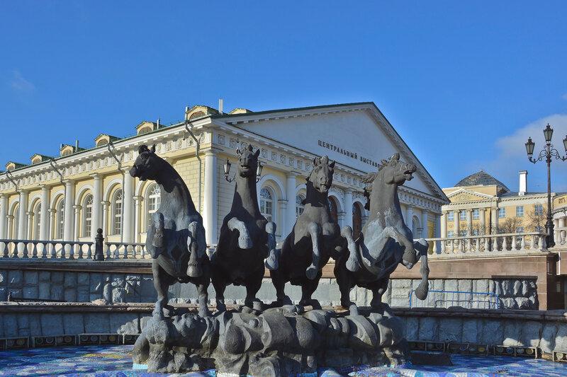 Скульптурная композиция Четыре времени года в Александровском саду.jpg