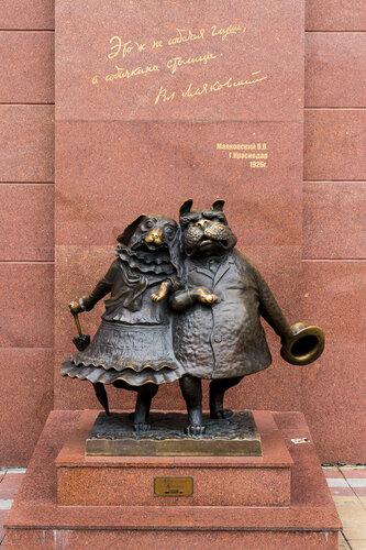 Памятник влюблённым собакам в Краснодаре