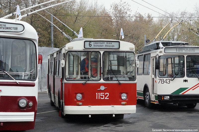 Осень. Парад троллейбусов. 24.10.15.03..jpg