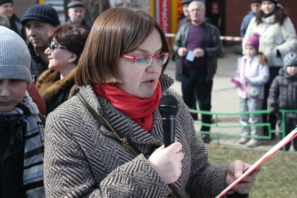 Юлия Галямина зачитывает резолюцию