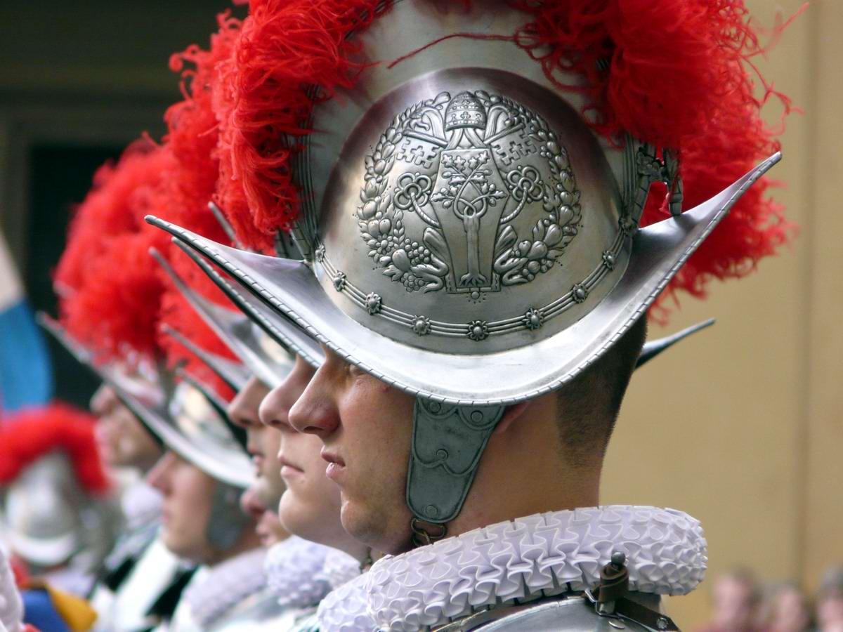 Швейцарская гвардия Ватикана: Новобранцы присягают на верность Папе Римскому (22)
