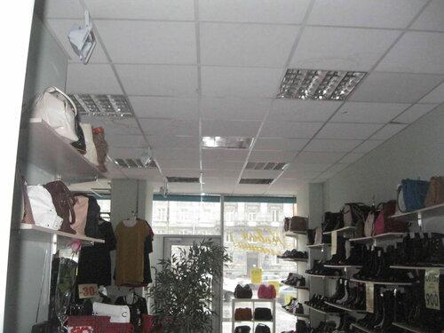 Фото 5. Из-за поломки выключателя не работает освещение торгового зала.