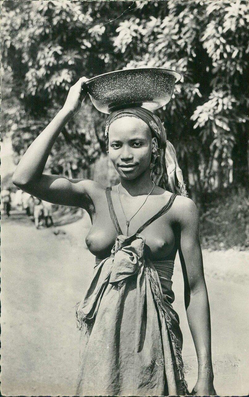 Возвращение с рынка. Абиджан, Сенегал