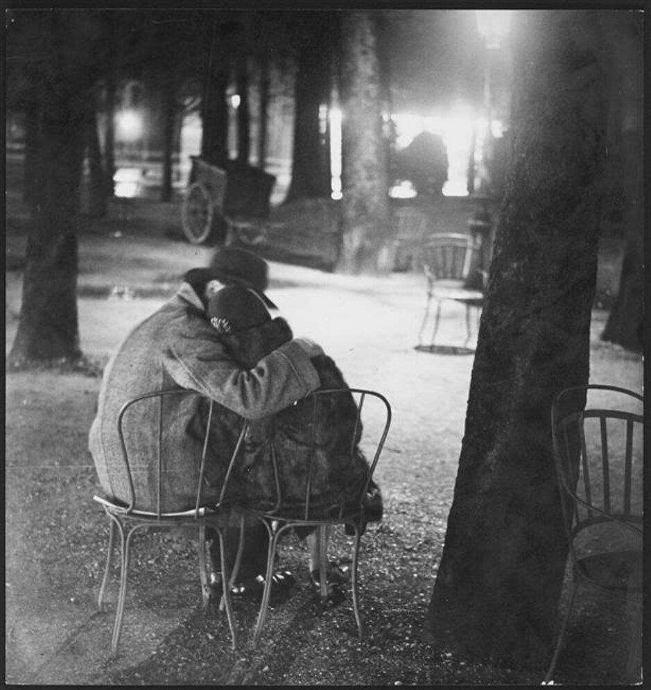 1932. Влюбленные на Елисейских Полях