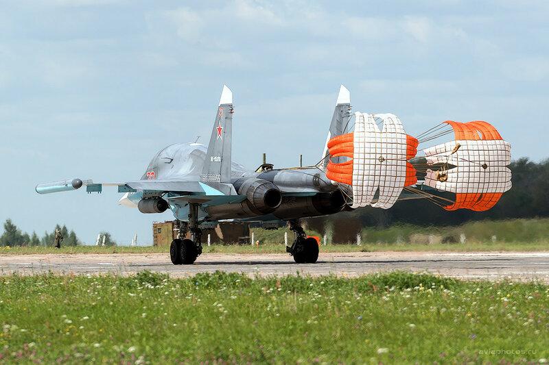 Сухой Су-34 (RF-95810 / 23 красный) D800030a