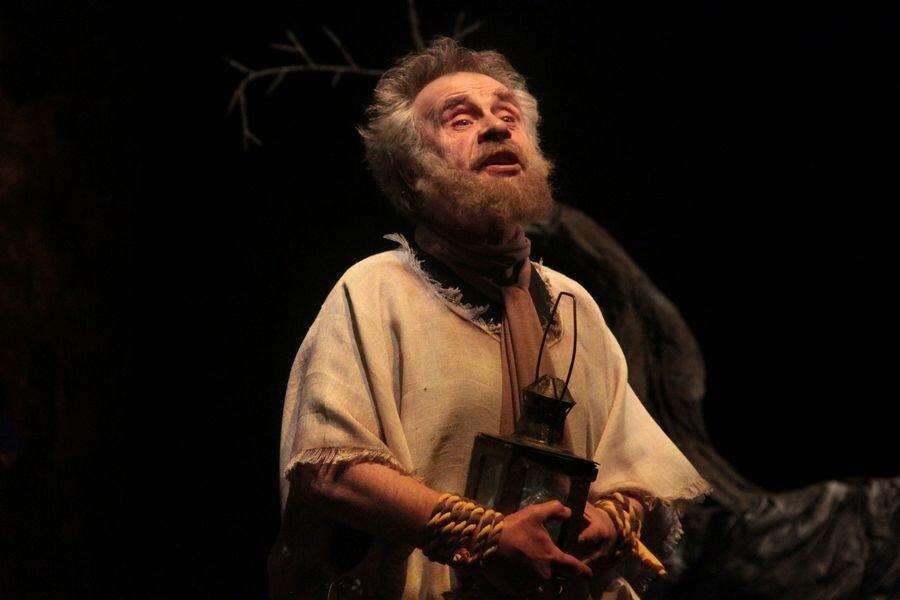 Златоустовкий «Омнибус» представил Диогена самоотверженным в поисках истины