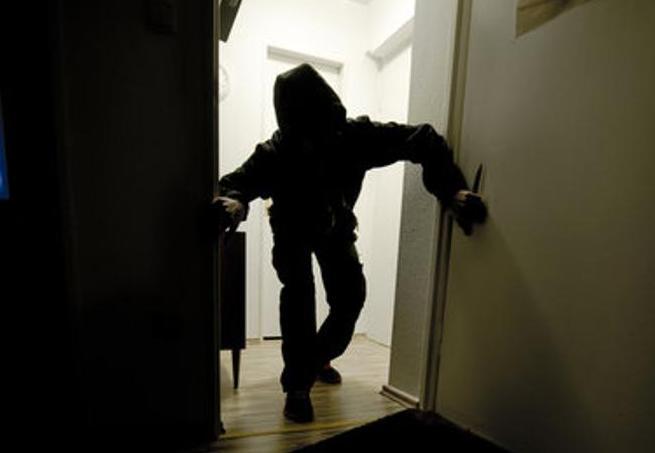 В Минске вор обокрал квартиру, пока хозяева спали