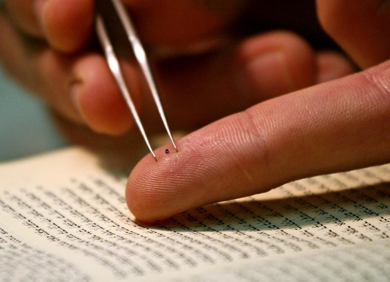 3. Библия Рассела Берри Такую Библию прочитать будет трудно, но не это главное. Рассел Берри, исслед