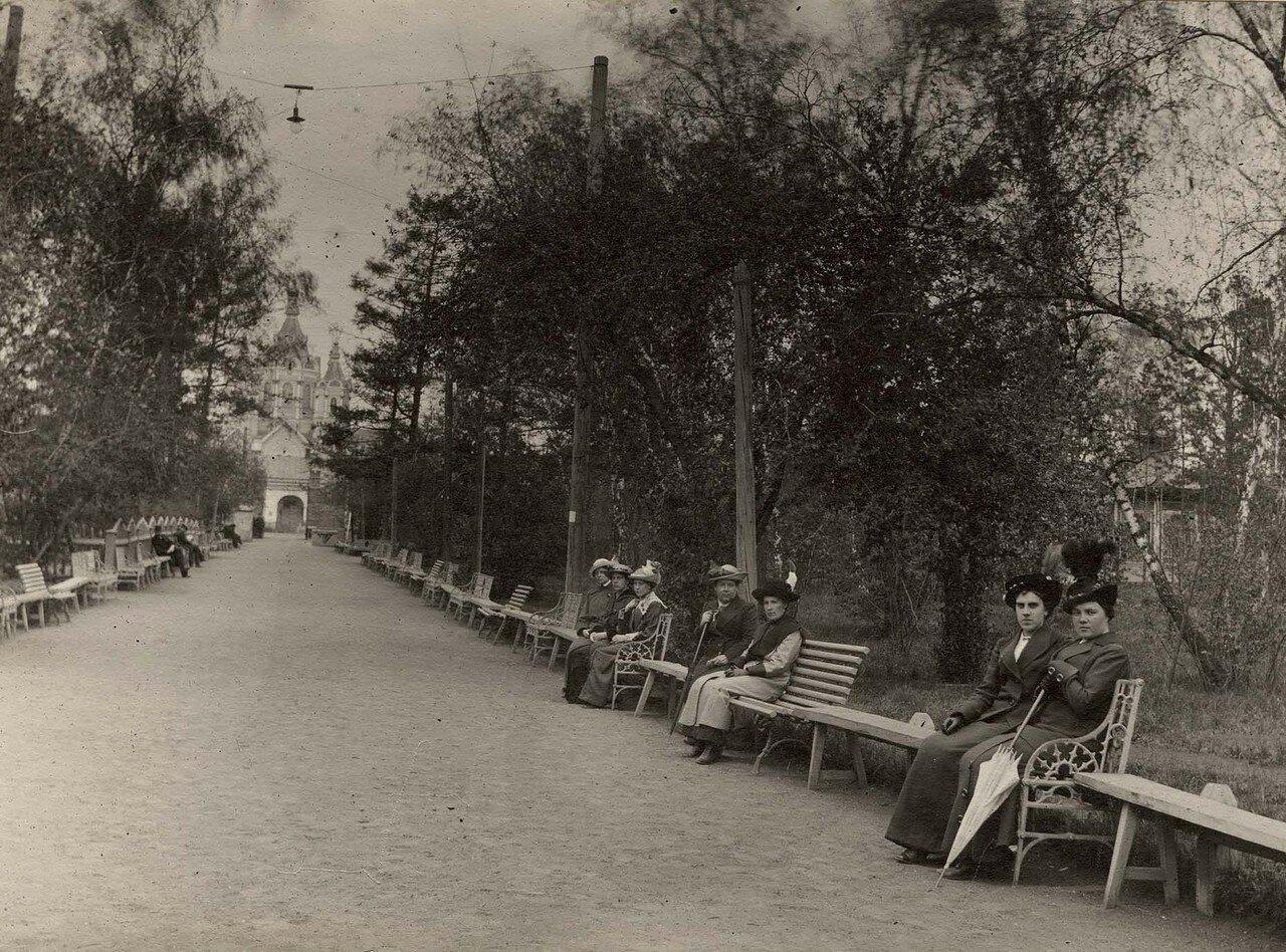 Главная аллея городского сада. 11 мая 1914
