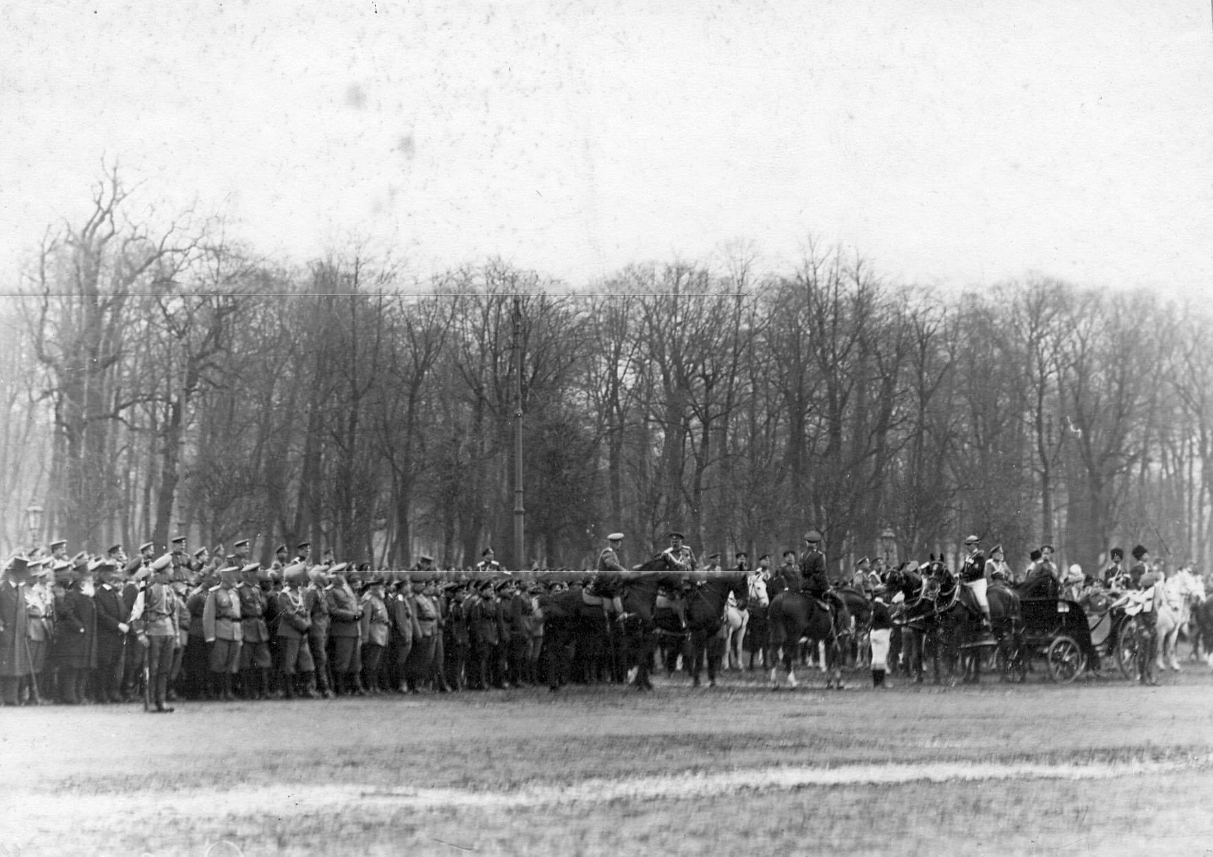 11. Император Николай II на параде войск