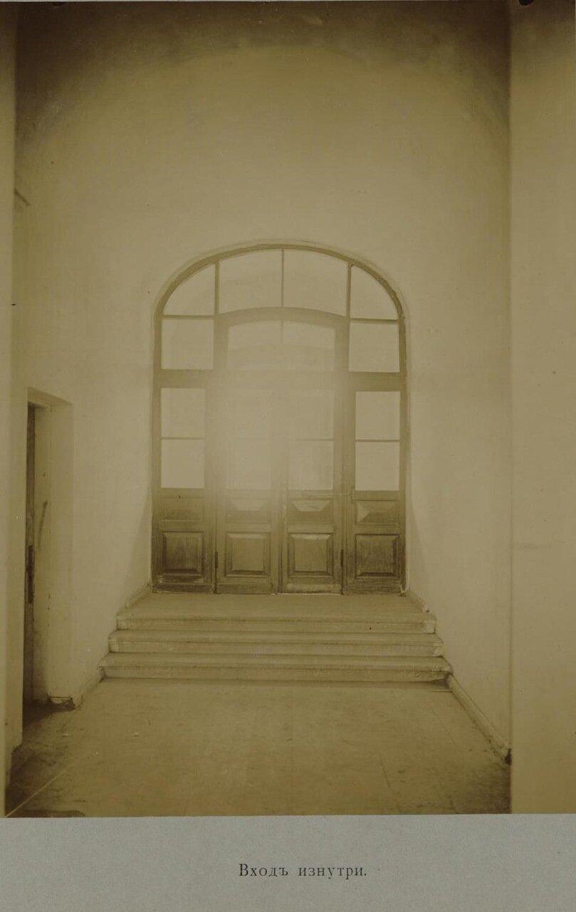 08. Нижний этаж главного здания. Вход изнутри