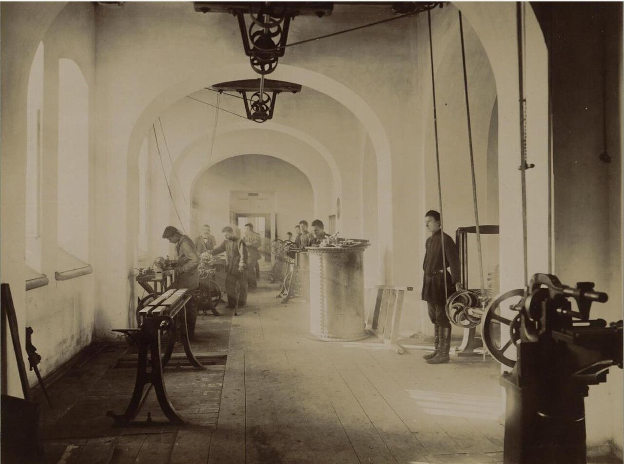 12. Нижний этаж главного здания. Механическая мастерская