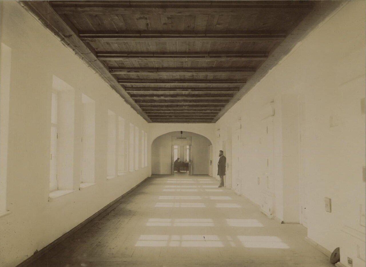 16. Верхний этаж главного здания. Коридор