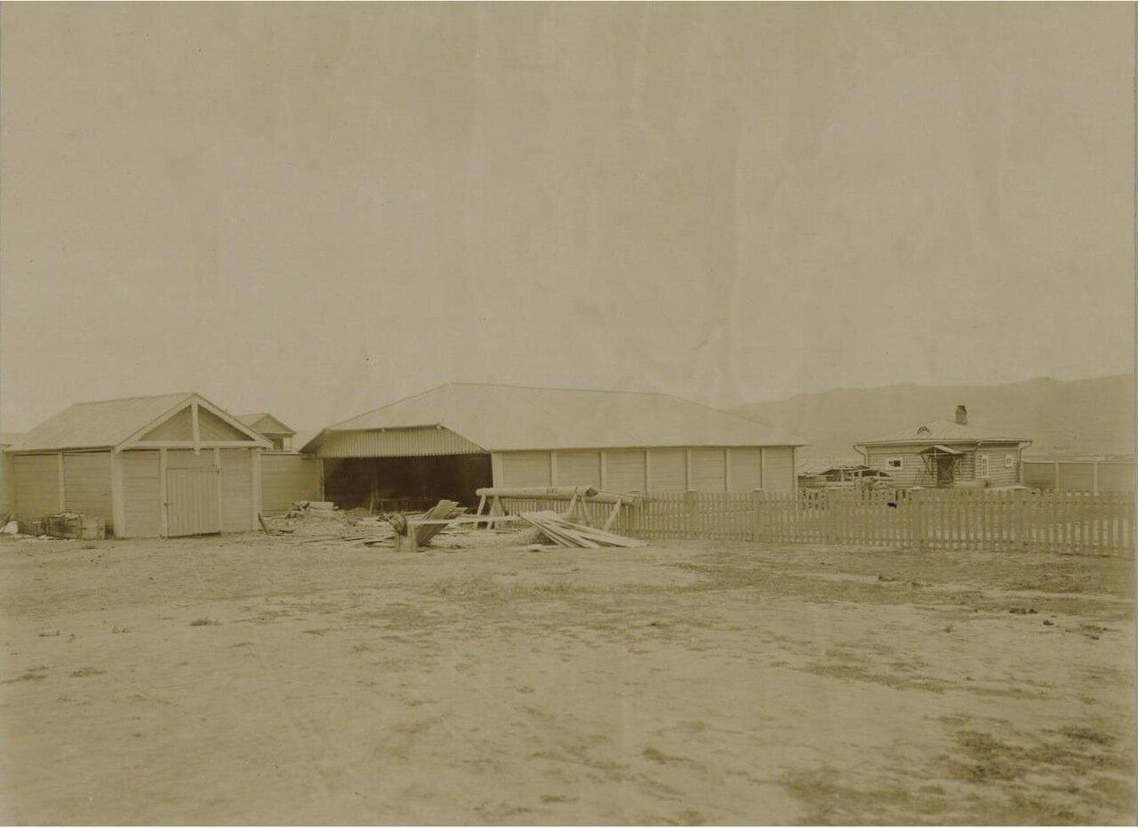28. Внутренность двора с хозяйственными постройками