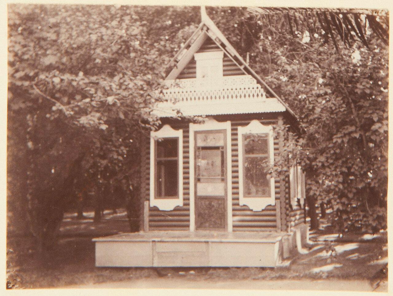 39. Веранда Фермерского дворца со статуей единорога