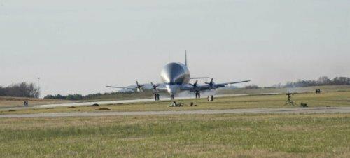 Super Guppy - гигантский самолет